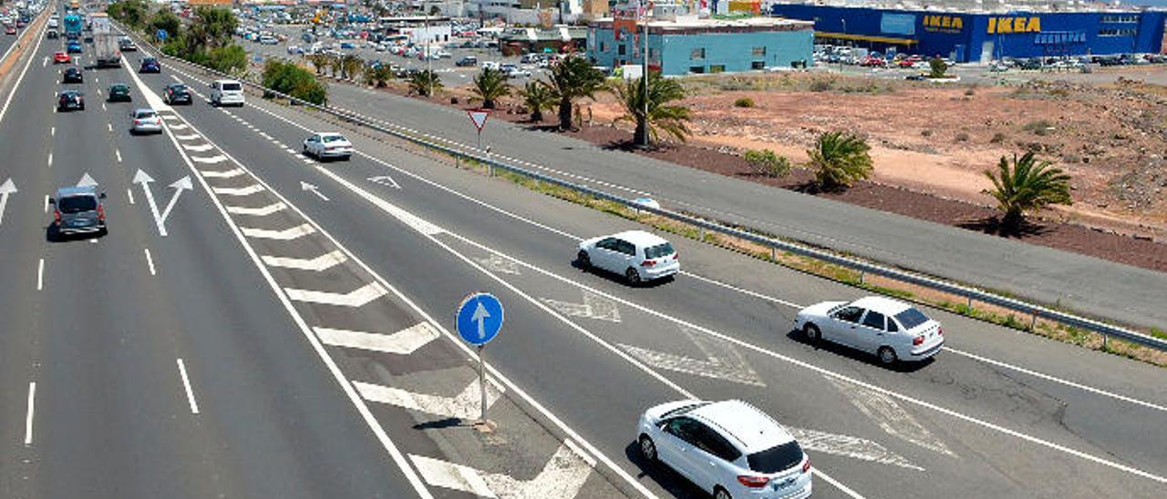 Vehículos a la altura del parque comercial de La Mareta, uno de las zonas conflictivas en las circulación en la GC-1.