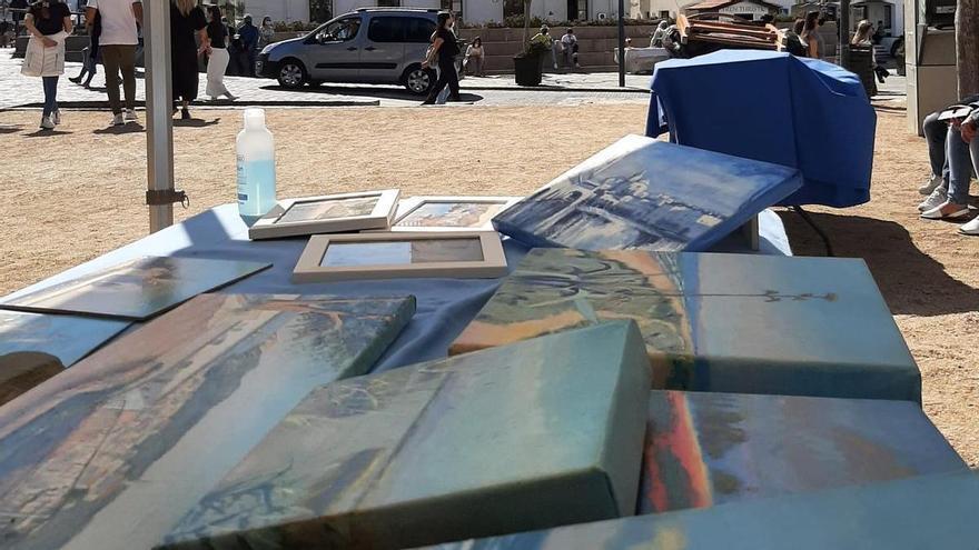 Mostra d'art i artesania al passeig de Cadaqués durant tot el divendres