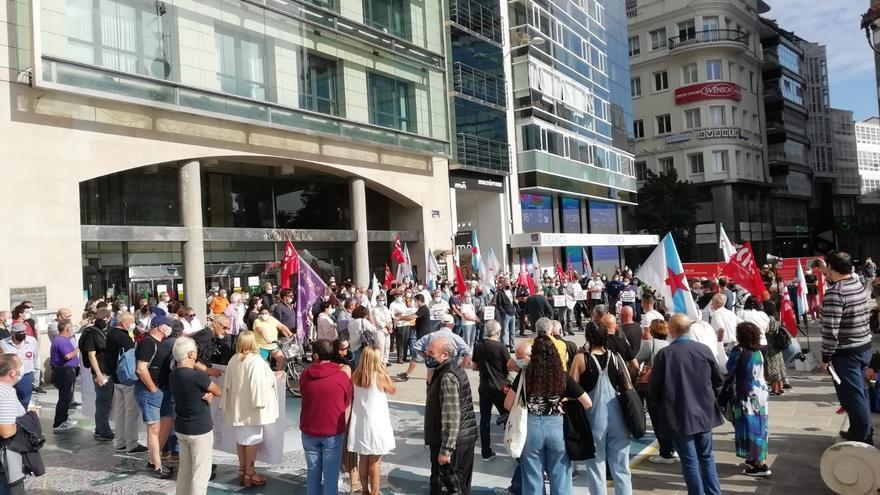 """Centenares de personas exigen por toda Galicia la bajada de la factura de la luz: """"La energía es un derecho universal"""""""