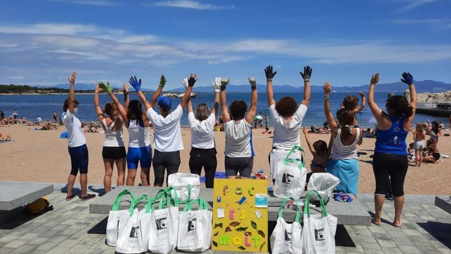 La Brigada del Salabret neteja les onze platges escalenques
