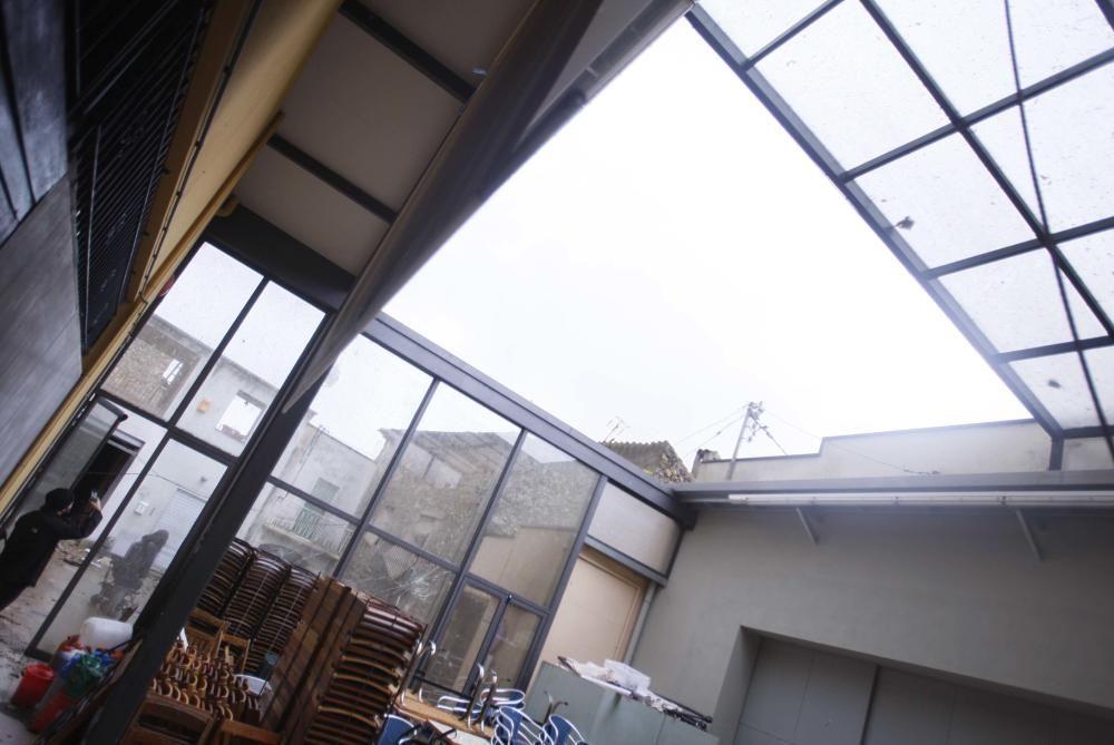 Un tornado deixa danys en cases, naus i vehicles a Cistella
