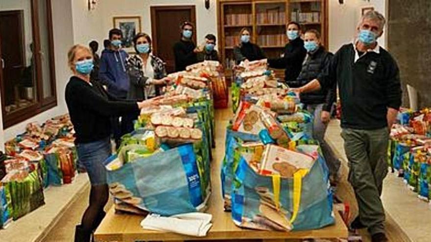 La Fortalesa dona 400 bolsas de comida a los más necesitados