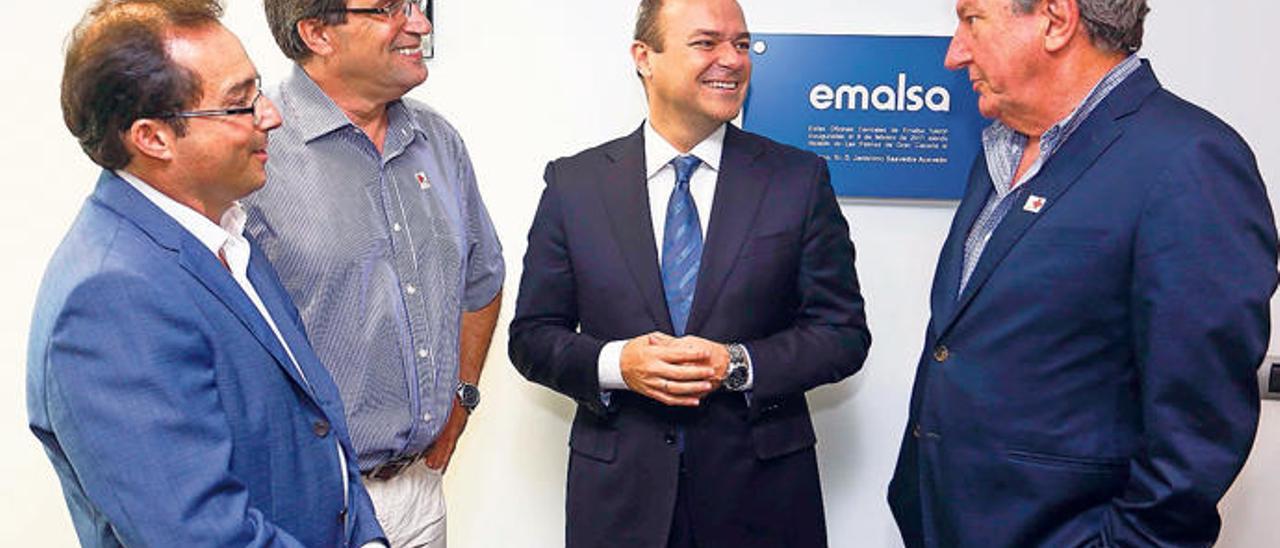 Roberto Santana, Javier Doreste, Augusto Hidalgo y Pedro Quevedo antes de iniciar un consejo de administración de Emalsa.