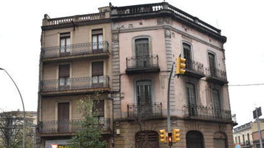 L'Ajuntament de Manresa signa la compra de la darrera finca de la plaça Bonavista
