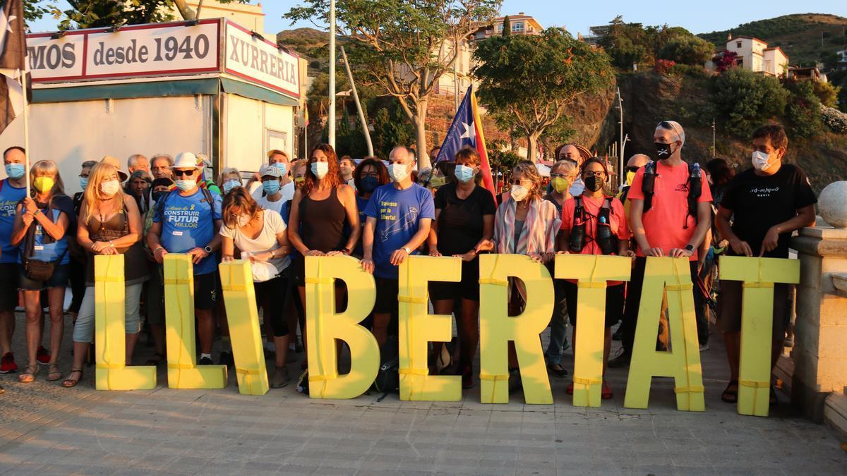 Turull a l'inici de la «Travessa per la llibertat» a Portbou