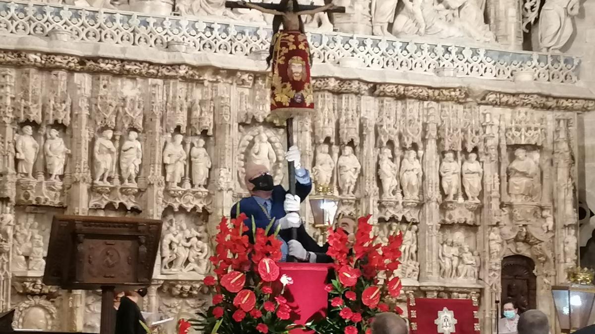 Los oscenses han celebrado el Santo Cristo de los Milagros.
