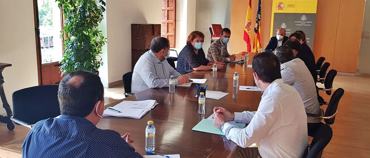 Reunión que tuvo lugar ayer en la Delegación del Gobierno con los representantes de los pueblos de la costa de la Safor. | LEVANTE-EMV