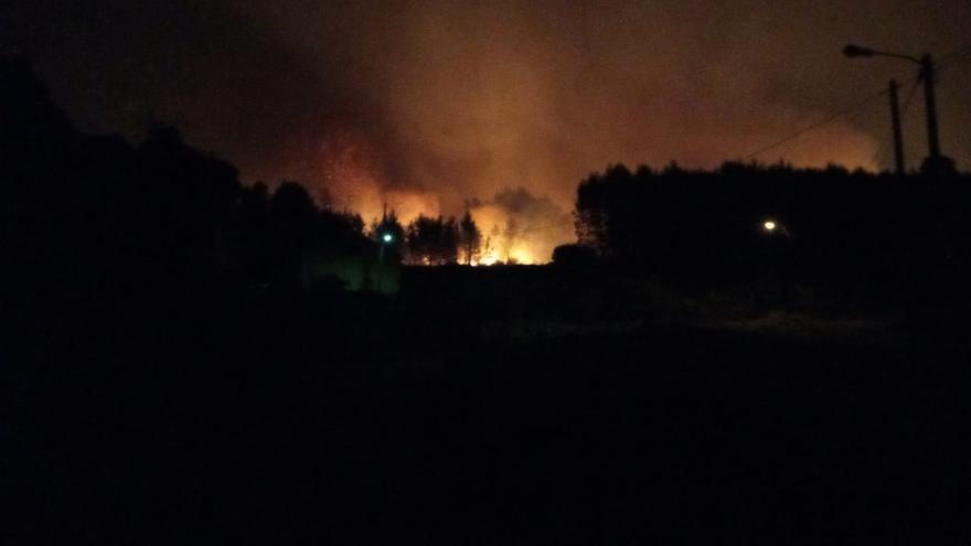 El mayor incendio del año arrasa 350 hectáreas de monte en Salvaterra, Covelo y Mondariz