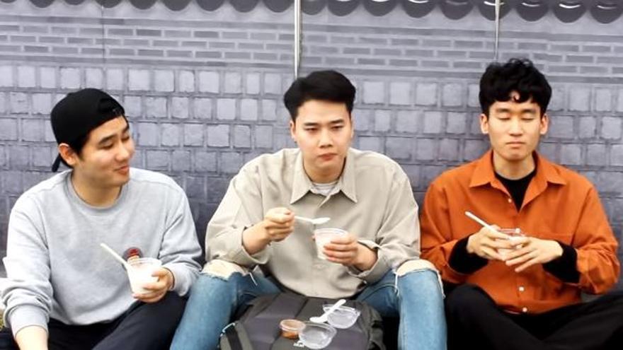 La curiosa reacción de los coreanos al probar l'arroz con lleche asturianu