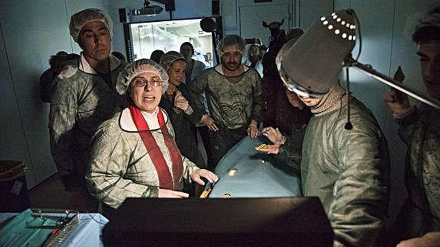 Famosos fan de metge a l''escape room' solidari d'Althaia