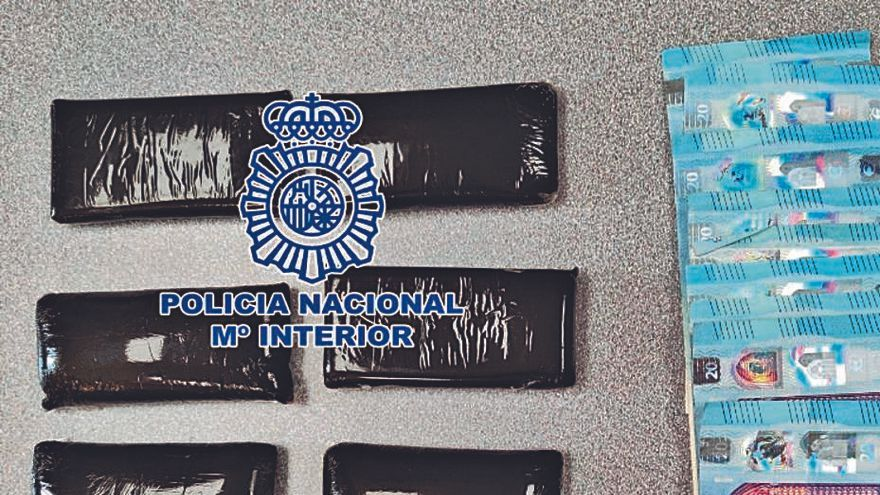 Dos hombres arrestados en Costa Adeje cuando llevaban casi 400 gramos de hachís