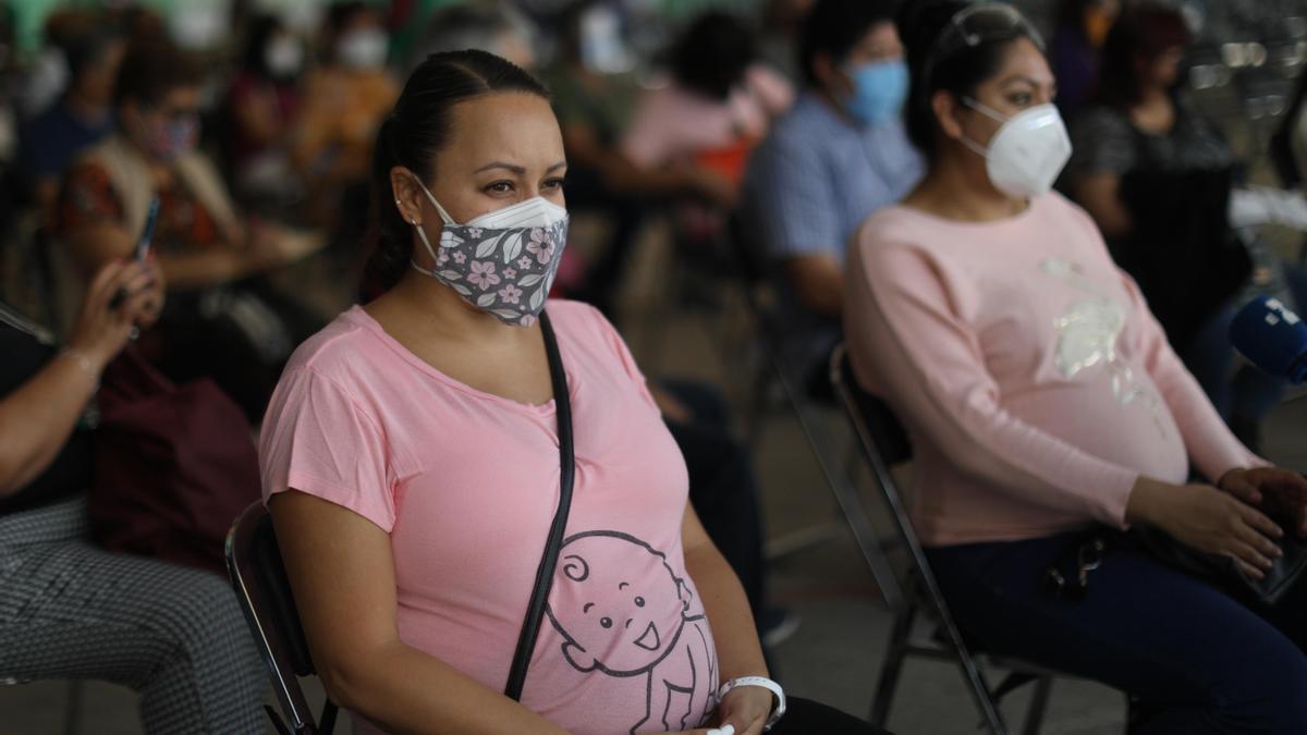 Las embarazadas ya reciben la vacuna en México
