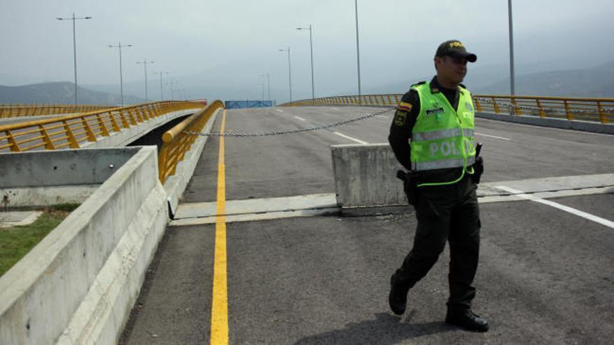 Guaidó ordena a los militares que permitan la llegada de ayuda humanitaria