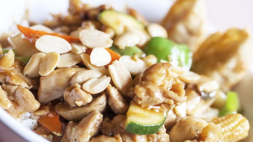 Cómo preparar una receta de pollo con almendras