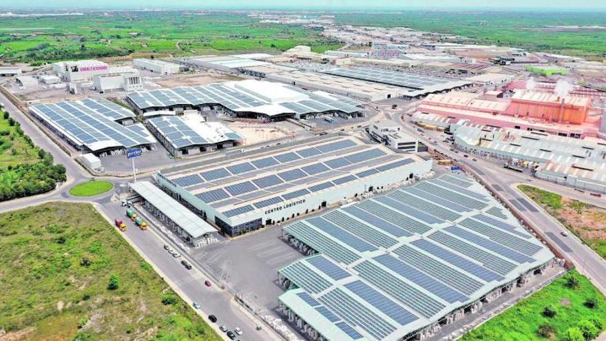 Las empresas de los polígonos se lanzan a instalar placas solares en sus cubiertas