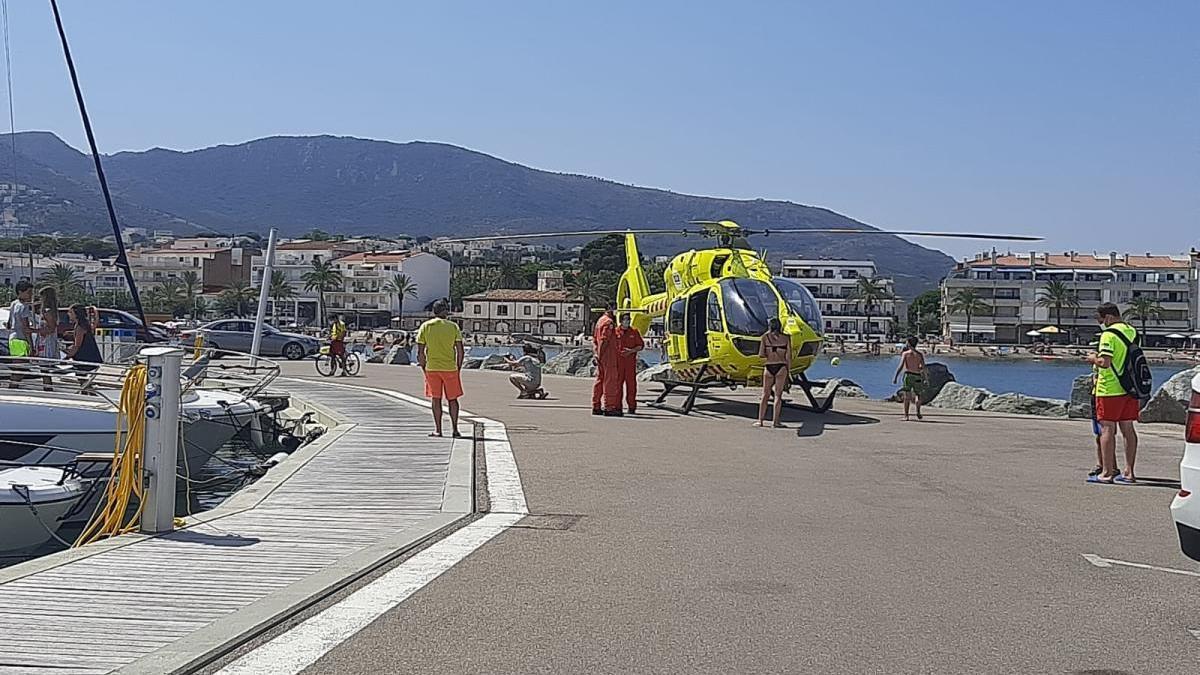 Fins al lloc dels fets s'han desplaçat dues ambulàncies i un helicòpter