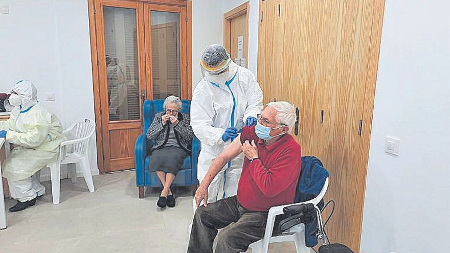 Empieza la vacunación de los mayores de la residencia Reina Sofía de Muro