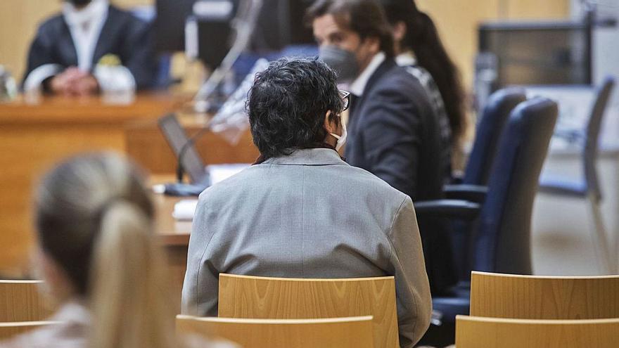 La joven de la que abusó el exmarido de Oltra pide 240.000 euros a la Generalitat Valenciana