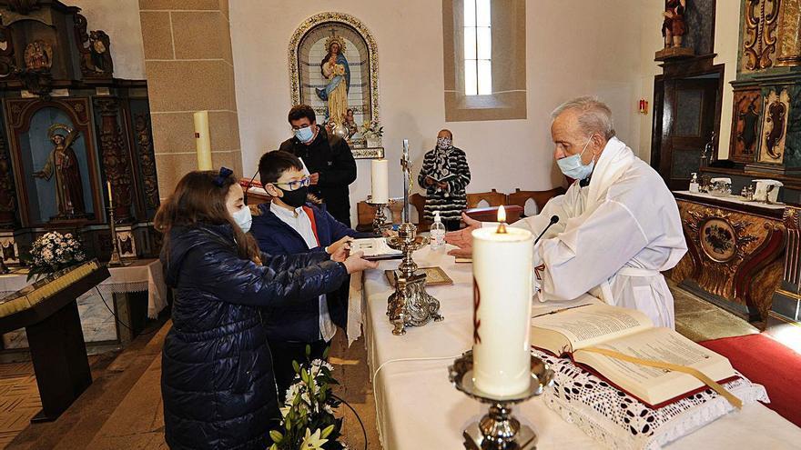 El sacerdote más 'obrero' de Vilatuxe