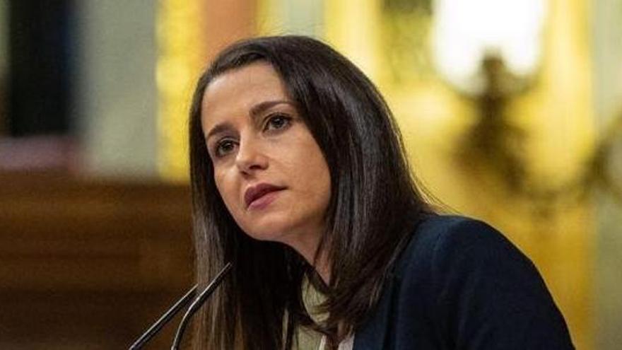"""Arrimadas ve """"intolerable"""" que el Gobierno planee indultar a presos del 'procés'"""