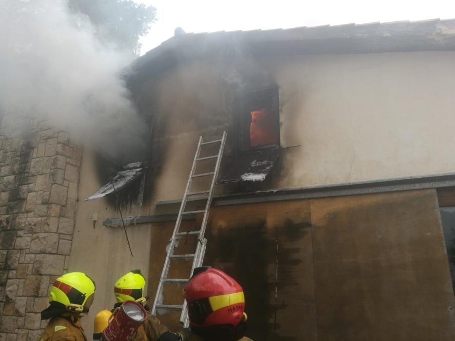 Arde un chalé en Benimantell