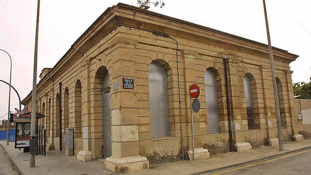 Antiga estació del Grau on podria habilitar-se un centre d'atenció als mariners. | LEVANTE-EMV