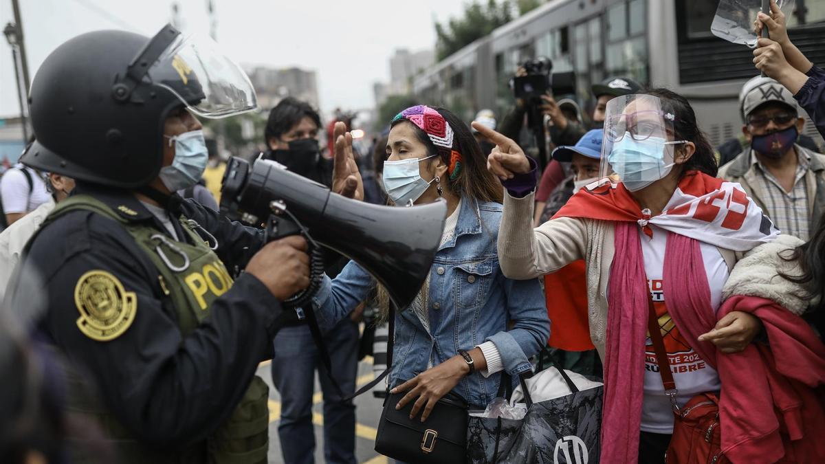 La Policía ha tenido que intervenir para evitar enfrentamientos entre simpatizantes de ambos candidatos, que esperan conocer en breve el resultado definitivo