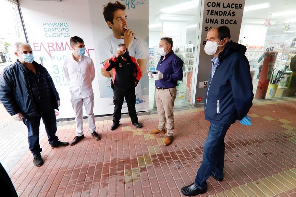 Reparto de mascarillas en Barriomar