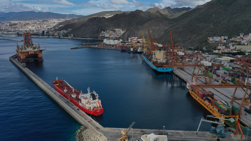 Los puertos canarios mueven un 7,2% menos de toneladas en 2020