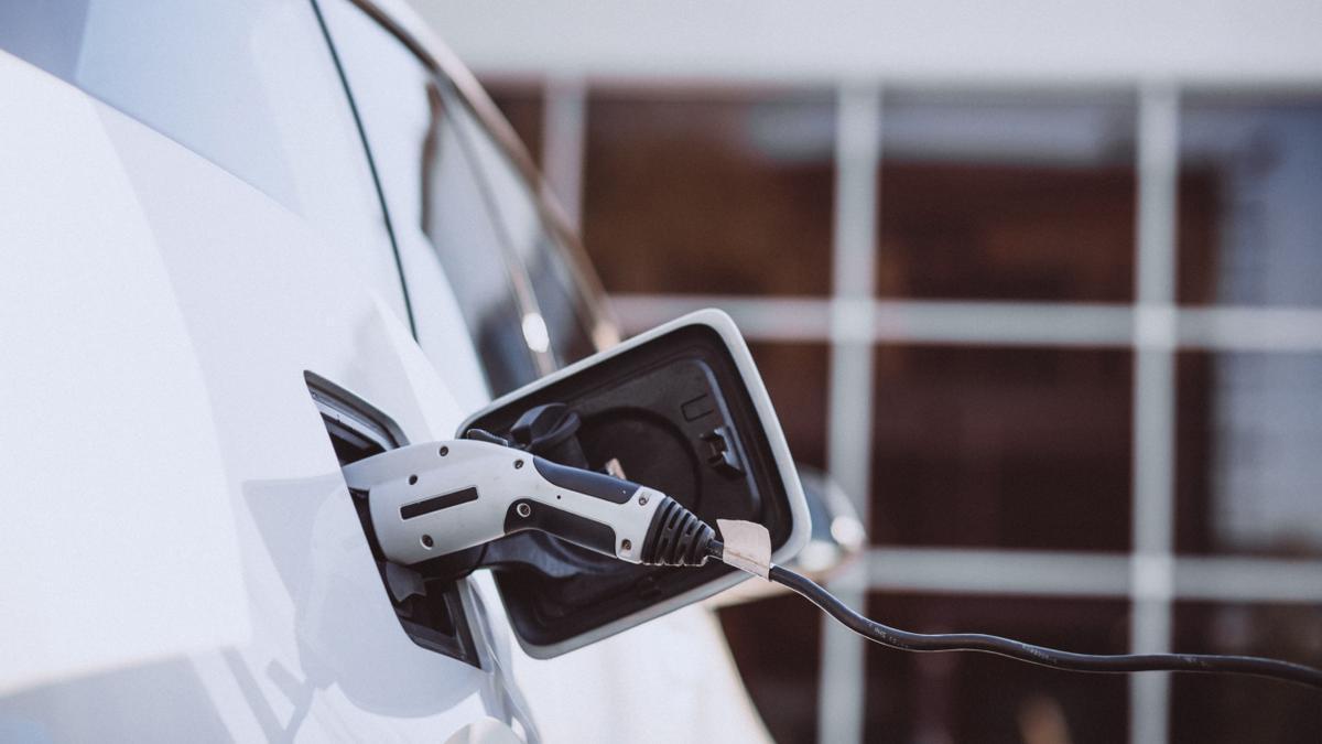 Apostar por la utilización de vehículos eléctricos es una pieza clave para promover una movilidad sostenible.