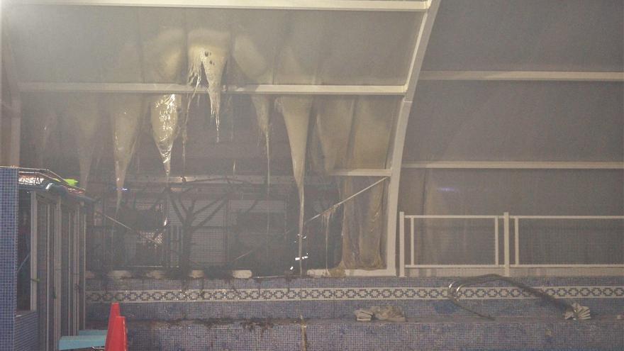 El Ayuntamiento de Benavente estima en 20.000 euros la reparación de la cubierta de las piscinas tras el incendio