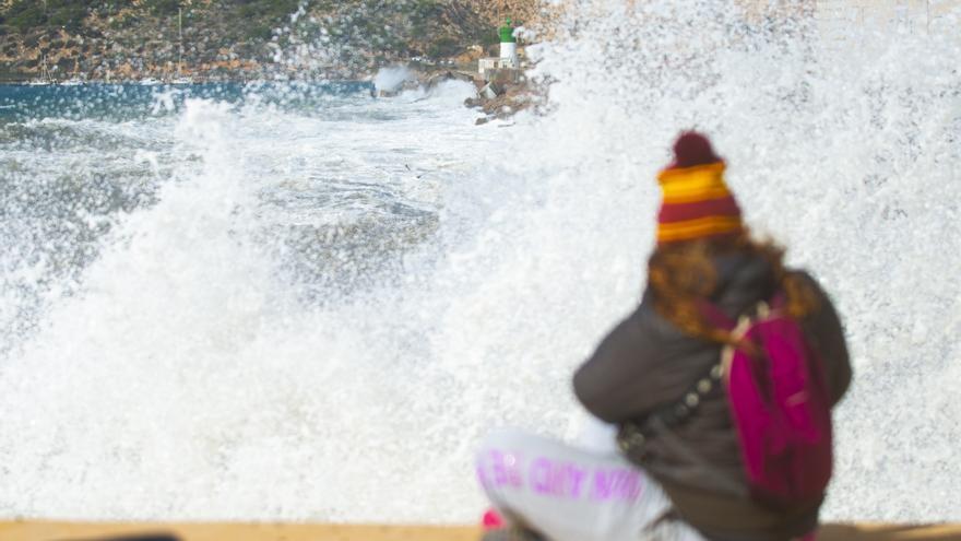 Aviso naranja por olas de hasta 4 metros en la costa de la Región