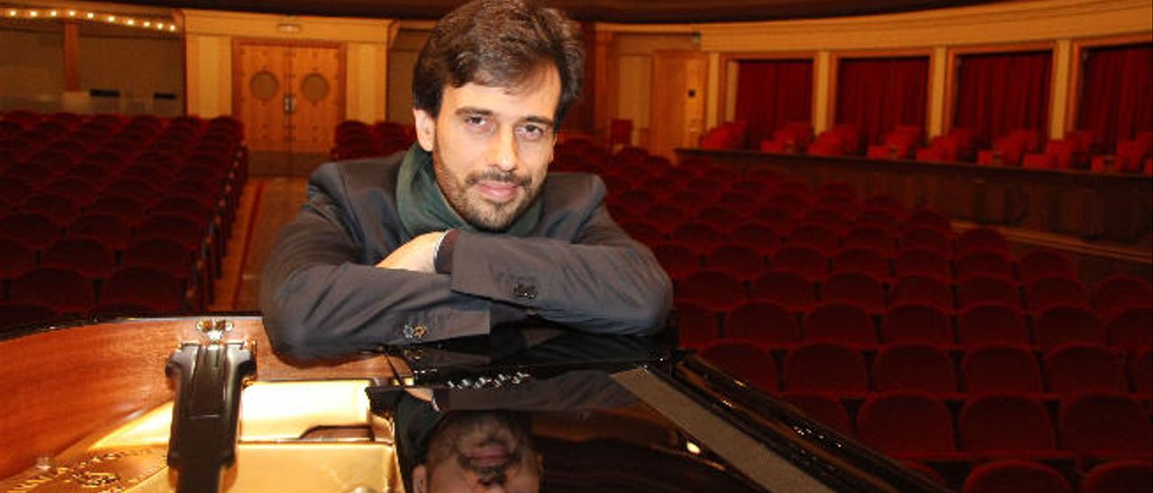 El pianista Iván Carlos Martín Cabrera en una de sus últimas actuaciones en el Teatro Pérez Galdós.