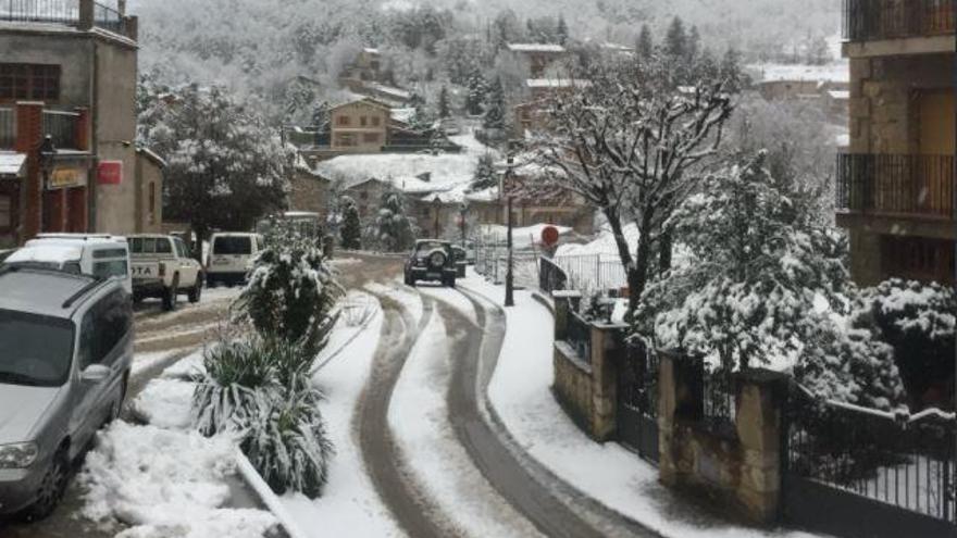 La neu obliga a suspendre les rutes de transport escolar a sis pobles del Berguedà