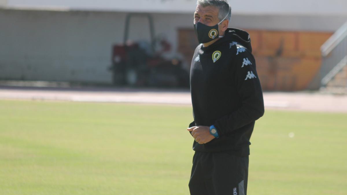 El técnico Cubillo, en uno de los últimos entrenamientos.