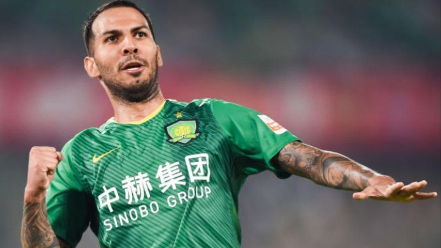 Viera lucha por el título de Copa de China para poner el broche de oro