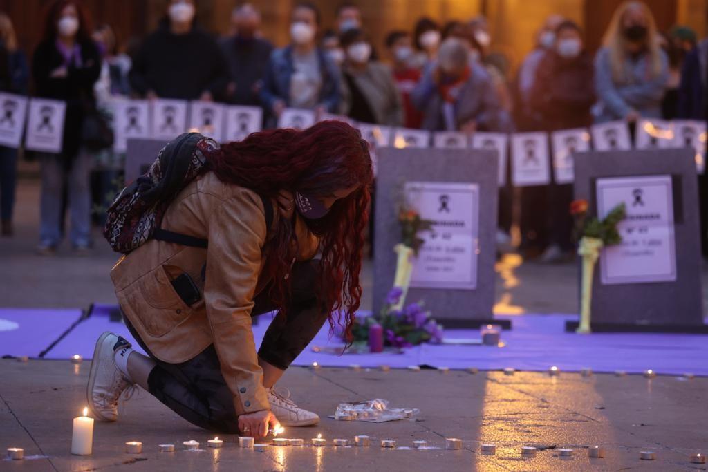Concentración contra la violencia vicaria en Oviedo