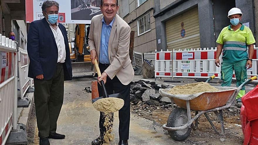 """La nueva calle Troncoso presume de """"primera piedra"""""""