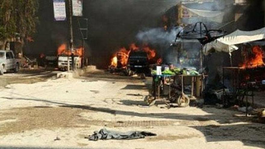 Al menos 42 muertos en una explosión en un mercado en el norte de Siria