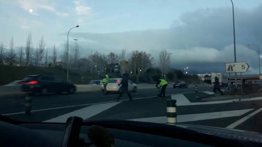 VÍDEO. Problemas de las delegaciones de Castellón para llegar a Fitur por los piquetes del taxi