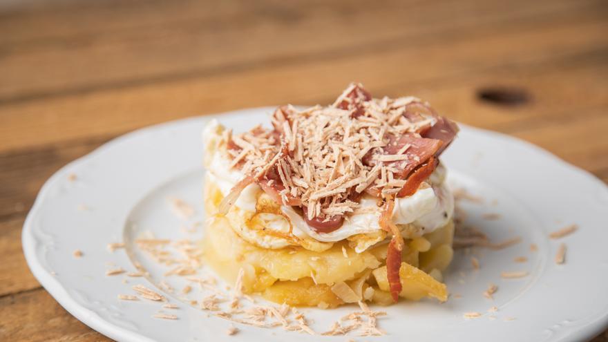 Bocadito de foie con huevo y patatas
