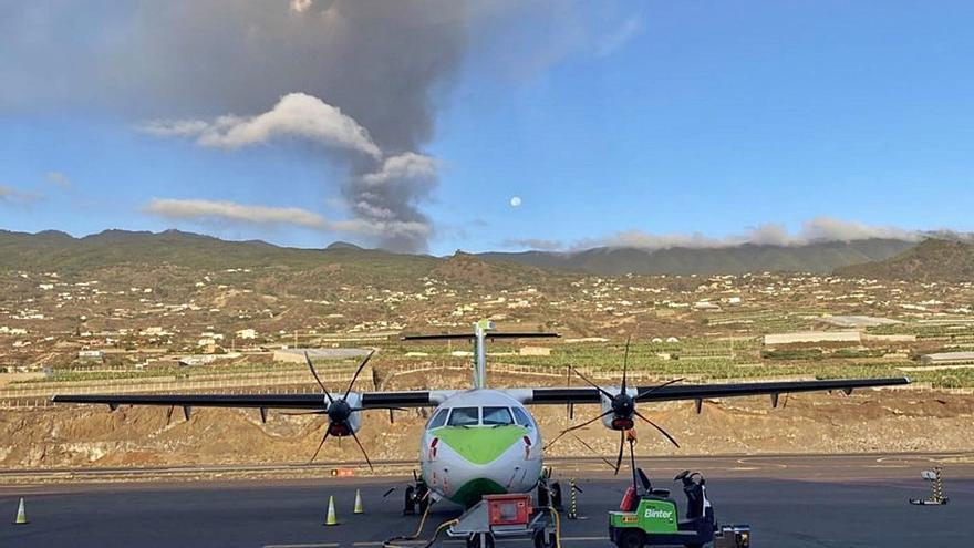 La Palma lleva más de 72 horas sin conexiones aéreas por el volcán
