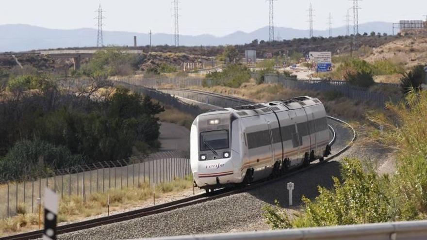 Aragón prorroga 19 días la financiación a los trenes regionales