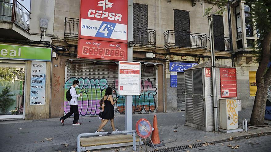 Desmantelan la gasolinera de la plaza de las Columnas de Palma