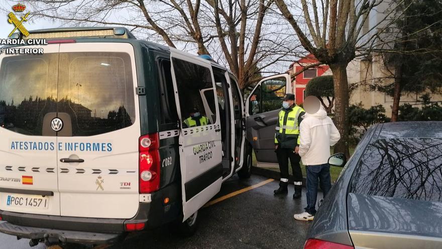 Un conductor de Sanxenxo identificado por tercera vez sin carné y positivo en alcohol
