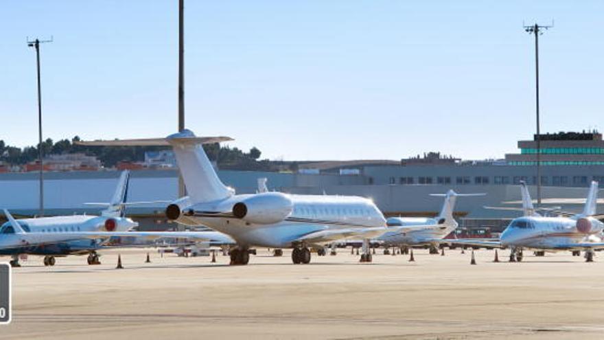 Los usuarios de avión suben un 6,4% y los del AVE un 4,9%