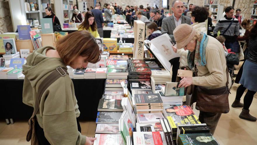 El libro en catalán incrementa sus ventas en el Aljub de Es Baluard