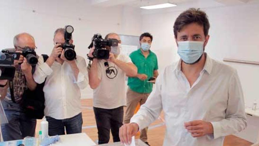"""Gómez-Reino llama una movilización democrática que """"rompa con el pasado"""""""