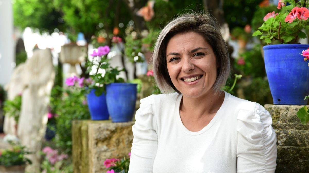 Erika Nevado, en un patio cordobés.