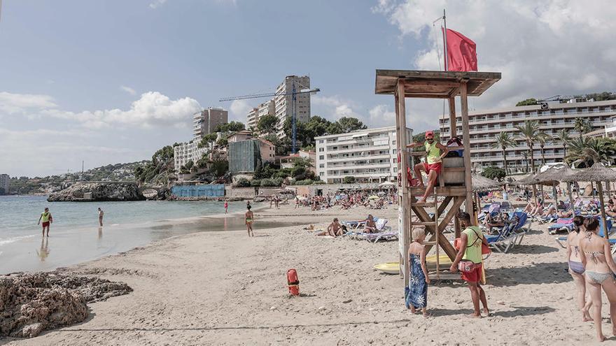 Cierran los accesos a la playa de Cala Major al superar el 90% del aforo
